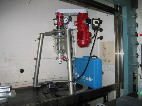 Bench scale glass reactors with mechanical stirring