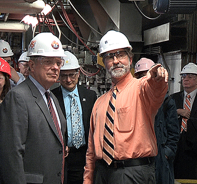 senator durbin tours abbot power plant for a briefing on carbon capture research