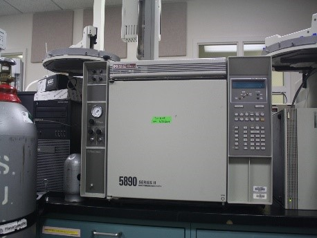 Hewlett-Packard 5890 Series II GC with FID and TCD